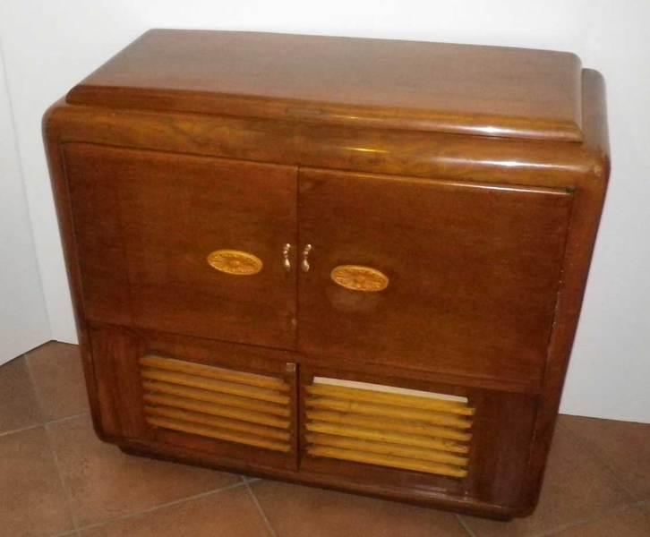 Oggetti vintage mobili radio giradischi comodini specchiere - Mobile bar anni 70 ...
